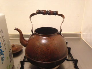 白湯は銅やかんがおすすめ。